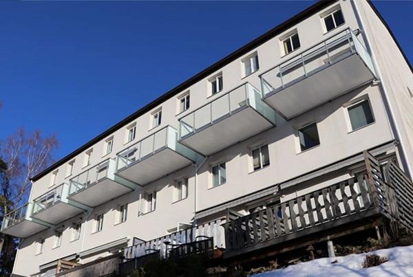 Eikskollen 13, Bygge 6 balkonger og montere rekkverk