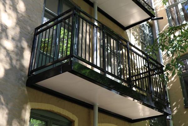Islands gate 7, bygging av 2 balkonger og montering av 2 dører
