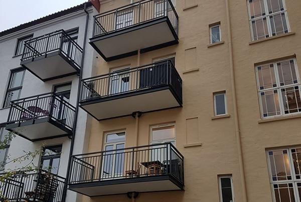 Stockholmgata 22a, montering av balkong og dør